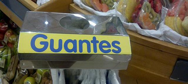 Cartel con tipografías de gran tamaño para indicar el dispensador de guantes