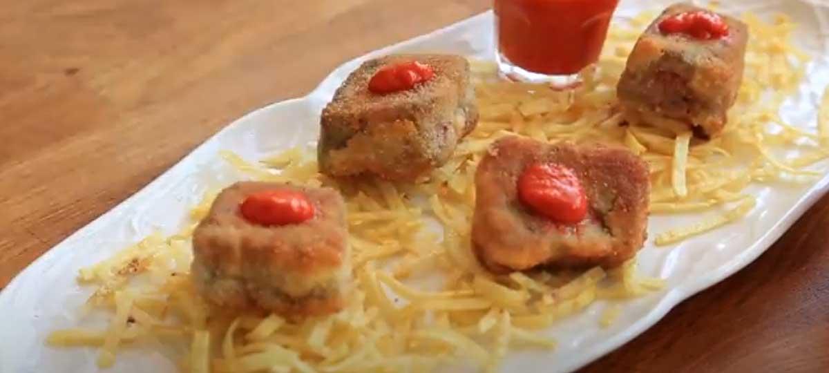 Chuleta empanada con puré de piquillos