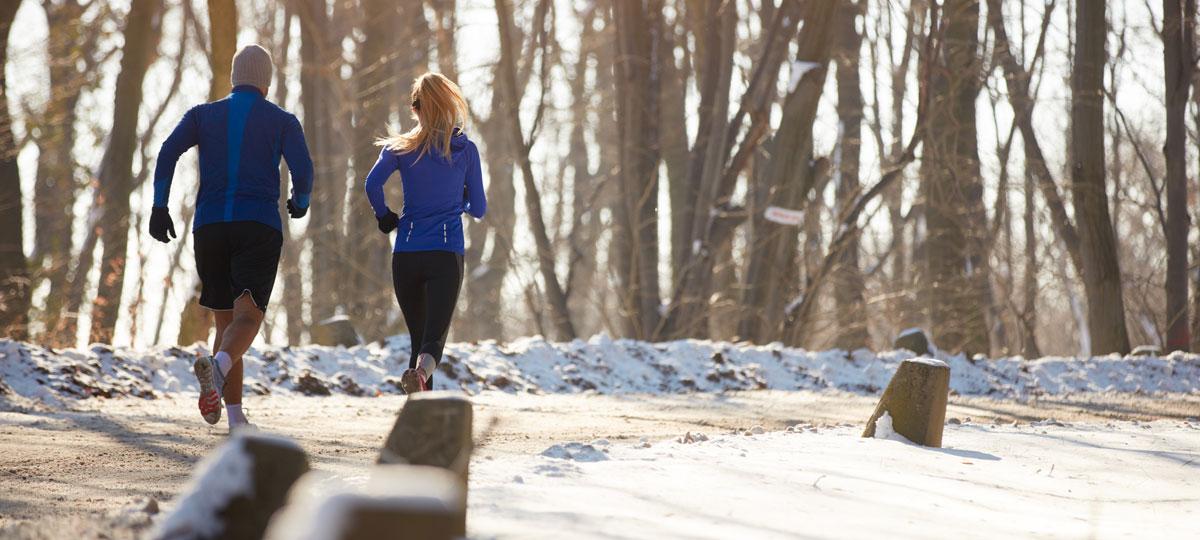Deporte en invierno: consejos para esquivar el frío y recuperarse de los excesos navideños