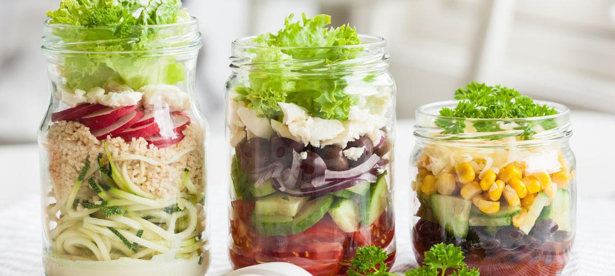 Ensaladas verticales: una forma original y divertida de tomar tus ensaladas