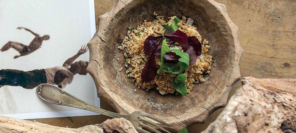 Poké de dorada con quinoa