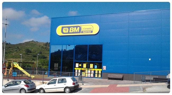 Nueva fachada de BM Complet Netto Estella