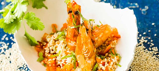 Quinoa salteada con verduras y langostinos
