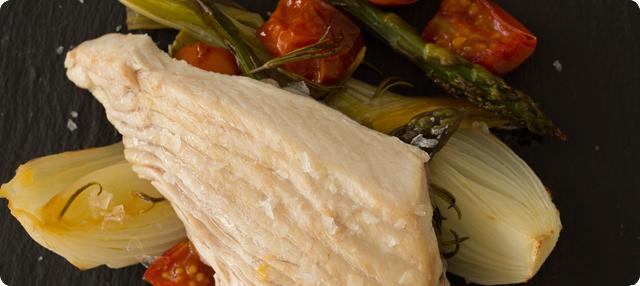 Ventresca de bonito al horno con verduras